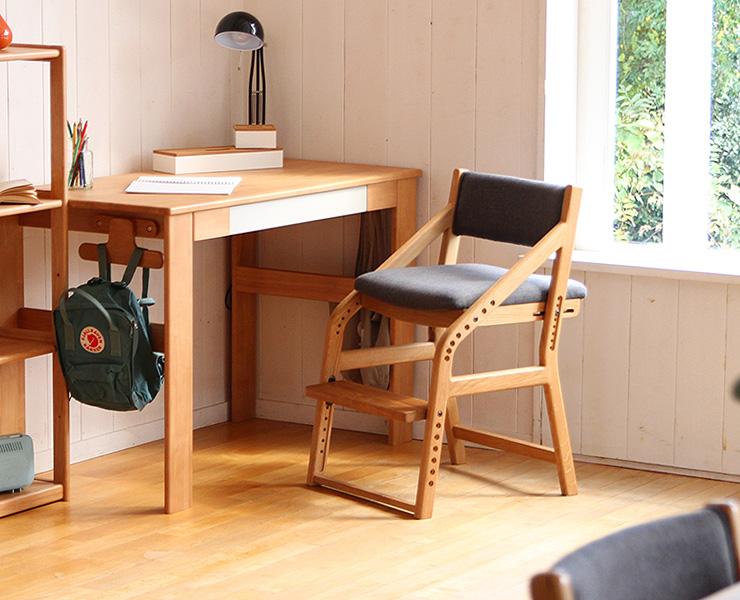 8段階調整の学習椅子