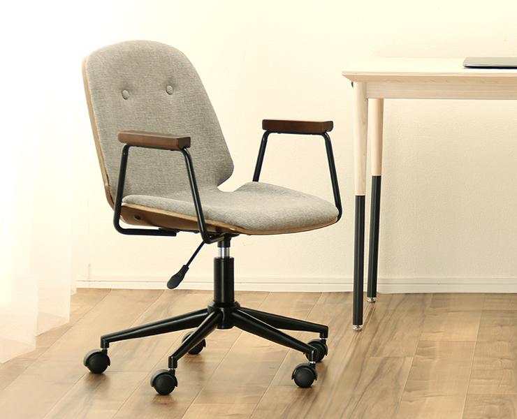昇降式の学習椅子