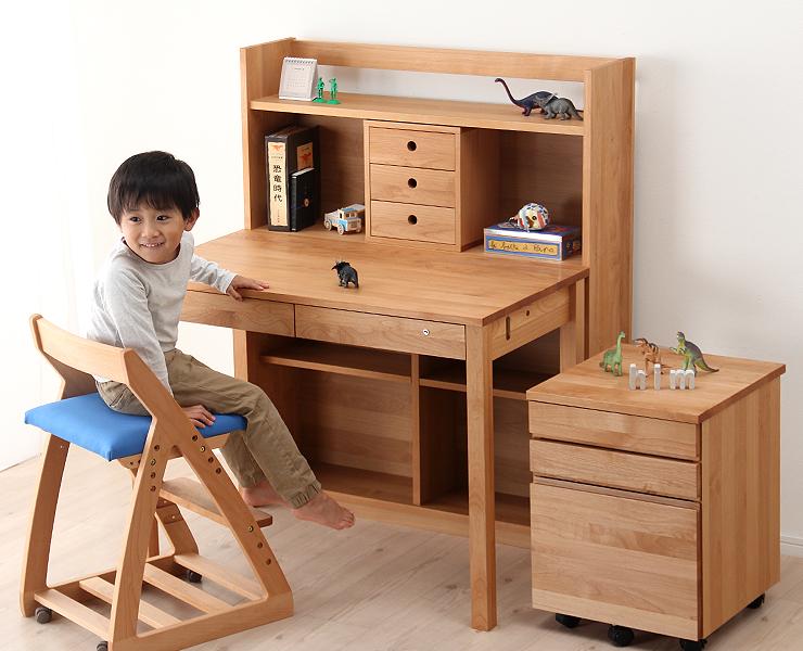大型シェルフでしっかり収納!組み替え可能な学習机
